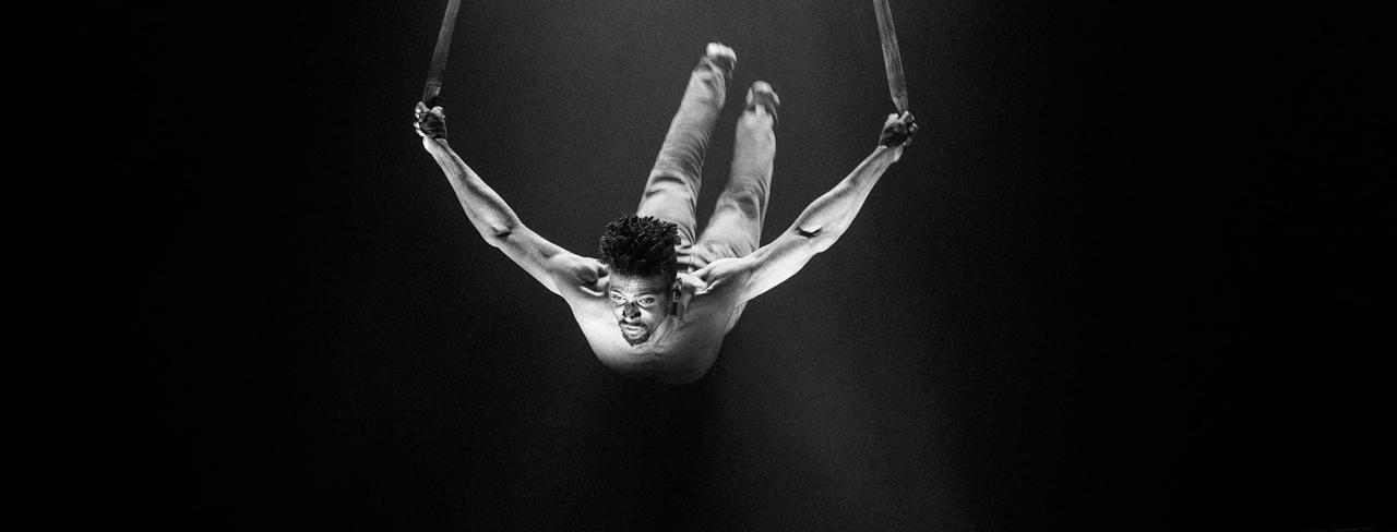 Marco Motta pendant une representation du spectacle Limbo. ©Javierre Jeremy